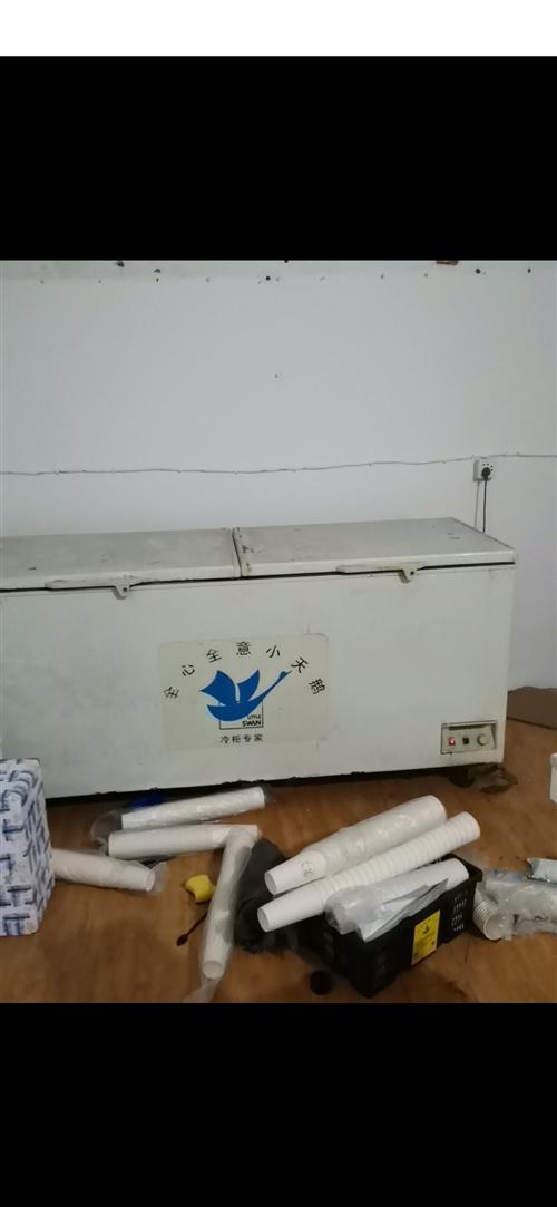 860升大冰柜2米长1000元出售,需要的自取,冷冻效果好,成色一般,四个轮子,有一个轮子坏了,不影...