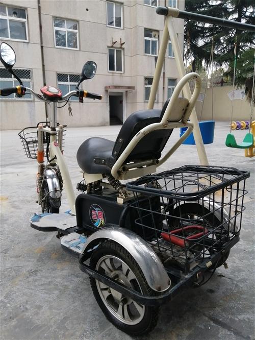 电动代步三轮车,转给需要的人!如图,有中速,高速,低速。手刹,脚刹!前后两个篮子,能装可多东西。能做...