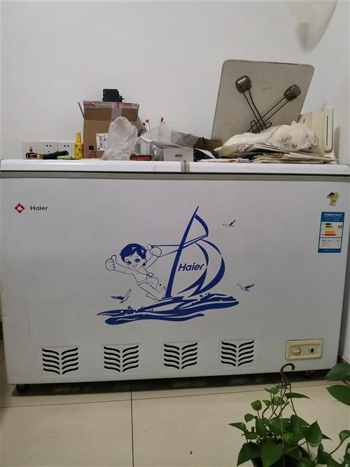 富顺县安和小区。海尔电冰柜,型号FCD一270SE。2级耗能。