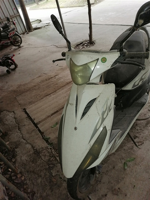 1300元出售二手踏板摩托车一辆,只跑了几千公里,地址华阳镇,13865125432