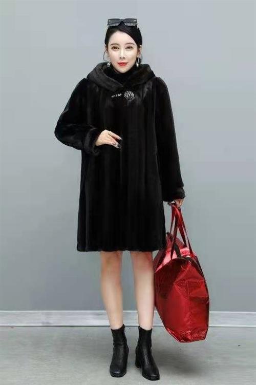 廠家直銷價格絕對心動,精品水貂大衣**大氣上檔次,今年流行趨勢15611197333微?