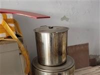 米饭机,汤桶,四头灶,煤气罐若干,旋转升降座椅若干把,吧台,水空调电机(新),旋转台。全部超低价处理...