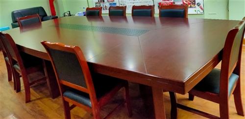 会议桌椅,椅子8把,9成新,3.6长,1.8米宽,6800买的,3000出售,全部