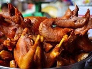 胖田卤鸭正在营业中 欢迎各位朋友前来品尝