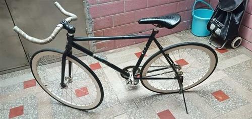 二手自行车转让,男孩骑的车子,两年前买的,原价400元,现低价100元转。有要的可联系[握手]