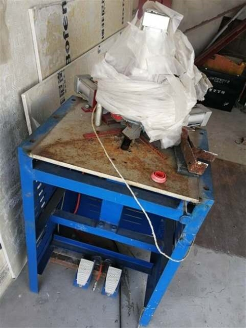 现有二手:相框切角机、订角机、玻璃清洗热合机、木工雕刻机、中空玻璃打胶机各一台,整体低价格出售,80...