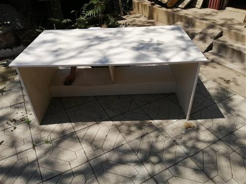 出售此样桌子两个 长173  宽100  高 72  两个一模一样