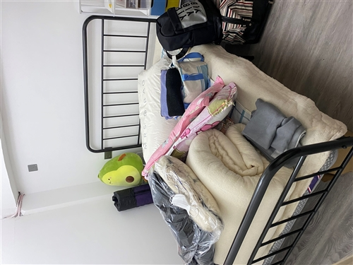 因門市轉讓,現有一批新家具轉讓,鐵藝床1.5米(350元),床頭柜免費,桌子50,空氣凈化器90,云...