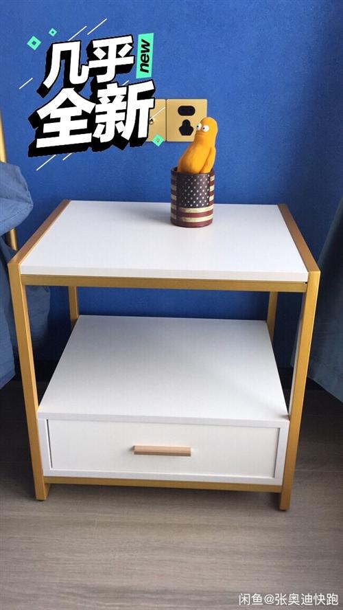床头柜,2个一起卖! 装修买的急,就用了两个月,现在换成更配套的了,低价出,微信155251297...