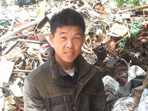 谁认识这个人,自己说家是潢川县,牛岗街北头的,叫叶林.父亲叫叶中省.现在在付店收费站附近