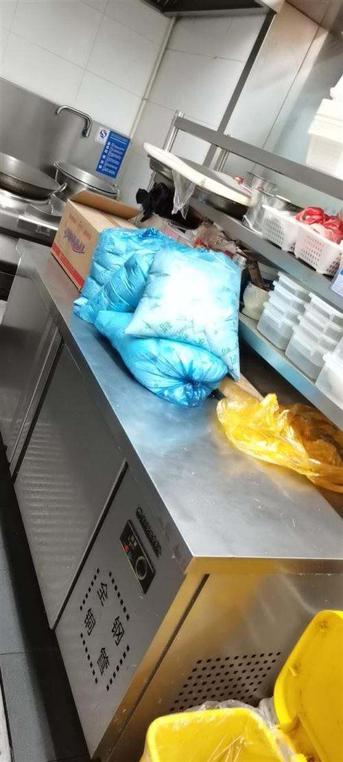 保鮮冰柜操做臺含三層置物架,八成新購買不到一年