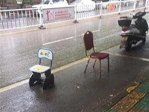 用凳子占用停车位