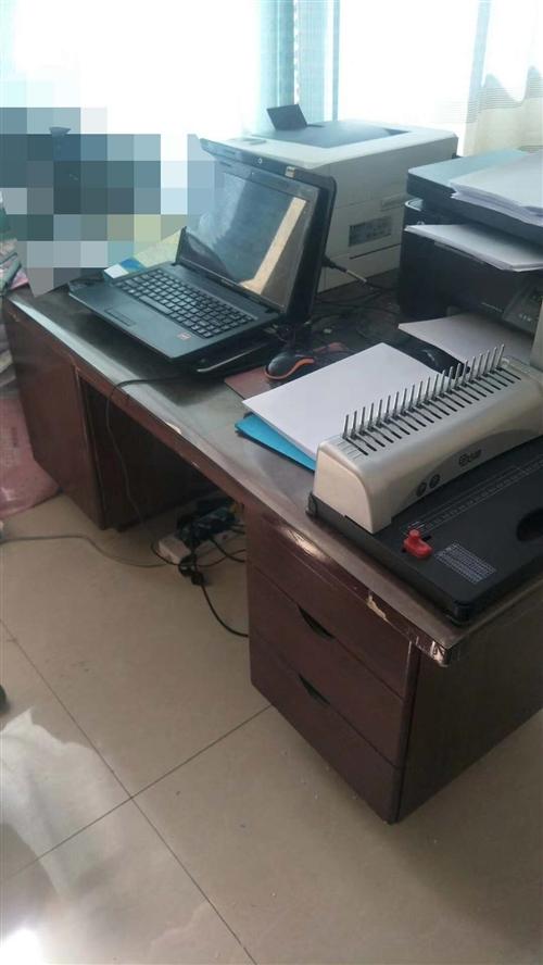 因換辦公室,特價處理九層新辦公定制沙發,辦公桌