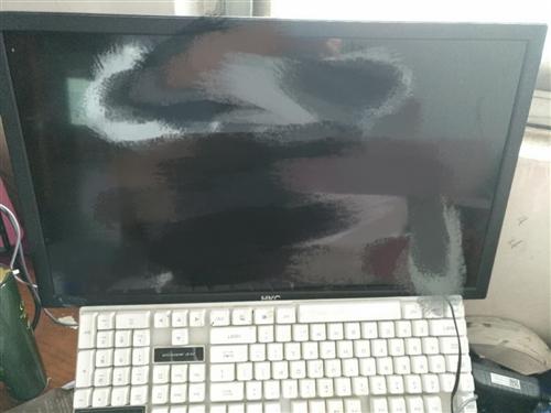 低价处理一套组装电脑,有主机、显示器、键盘、音响一起转。