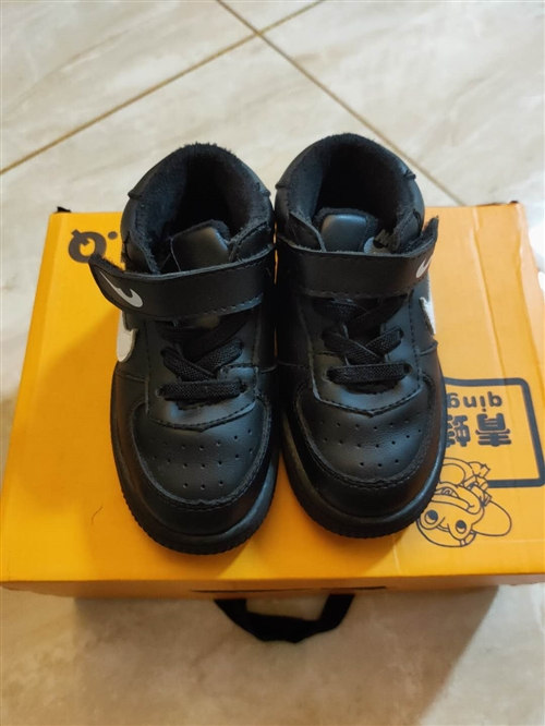 宝宝鞋子15一双,都是没穿几回九五成新的,都是很好的鞋子