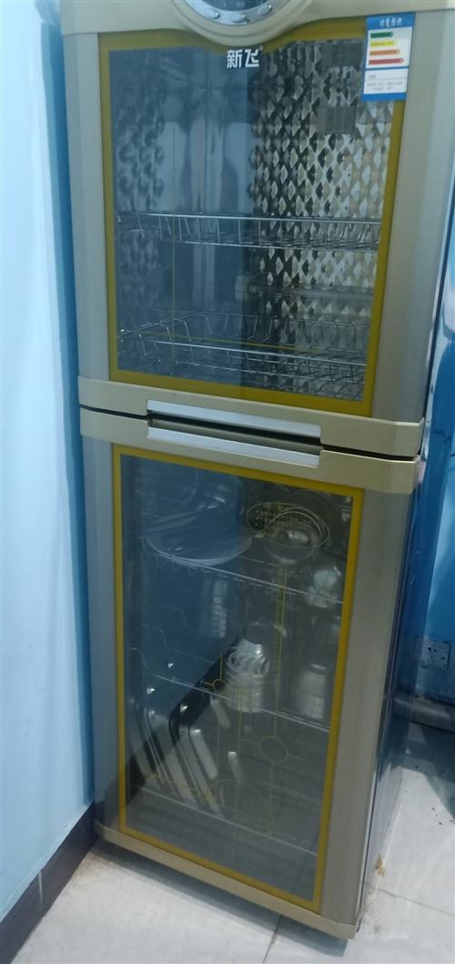 处理双层消毒柜。鲜奶机。油烟机。四开门大冰柜。三箱电打蛋器。三厢电揉面机。压面机。高低床15套。有需...