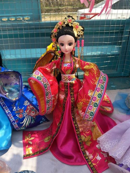 芭比娃娃手工古装拖尾娃娃,非二手货,新的,各种各样的娃娃都有,要的联系微信