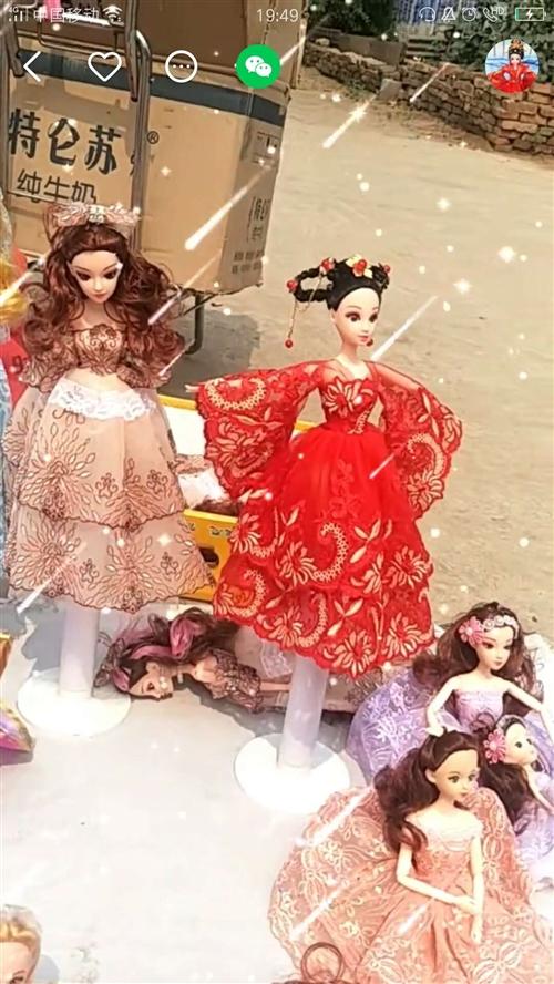 芭比娃娃古装简装娃衣,还有各种各样的娃娃衣服,欢迎微信咨询……