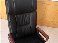 出售:**老板旋转躺椅,800买来用了10天,跟办公桌不太匹配,所以打算450出手,需要的来拉走