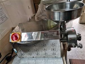出售8成新五谷磨粉机