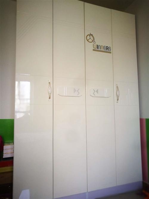 1.2*2米 四开门一体柜九成新,因搬家带不走现低价转出