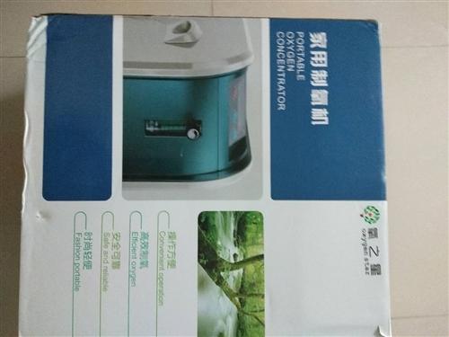 家用制氧机十成新快捷灵活方便用于家庭医疗还配备其它附件比如:氧气袋以及吸管等物件。制氧机规格大小具体...