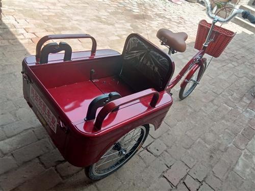 脚蹬的三轮车,后面可以折叠起来能坐人。因家人骑着不合适,有需要的可以联系。想要的可以详细聊。