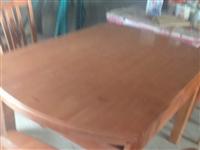 出售餐桌一套九成新原价二仟多现便宜出售480元。衣柜九成新现只卖300元。