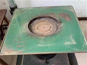 出售二手火炉,吊扇装上没用过,还有两个189升的冰箱,一百五一样,便宜处理了