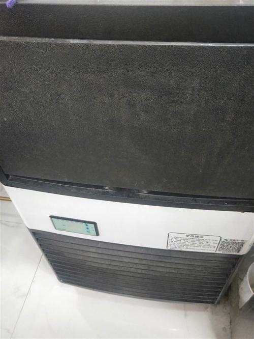 本人有一台制冰机和冰淇淋机闲置,有看中的老板请联系:13978522012