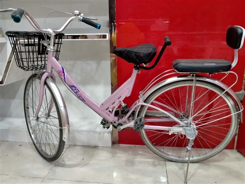 减震自行车一辆,铝合金双圈,车筐,车撑,脚踏,宝宝座椅全部是新的,原价580元,现低价出售260元。...