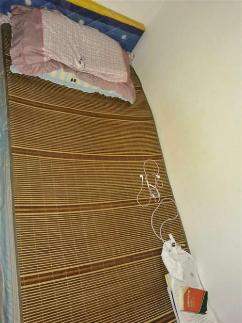 本人因搬家现出售长1.80,宽90的实木床一个,需自提,**150,有意联系13509688874微...