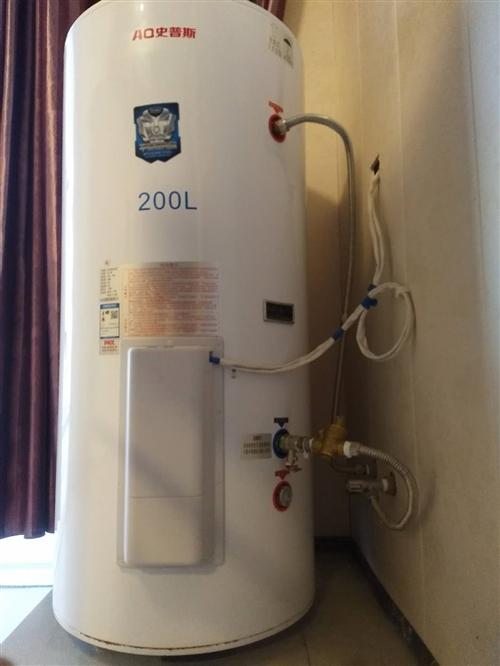 本店有两台200升可放地上的大热水器急售!九成新,因门面转让,原价是5000多元的,现急处理,价格面...