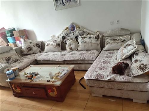 因搬家沙发过长用不上 想便宜出售 需要的请联系  纯实木大亮底