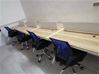 9成新办公桌椅转让 卡位长度110cm,共16个位配套桌椅 地址瓦尔高