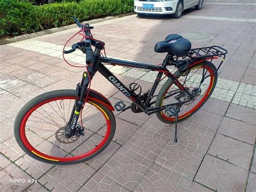 出售山地自行车,小孩不骑了,8成新,价格450元。