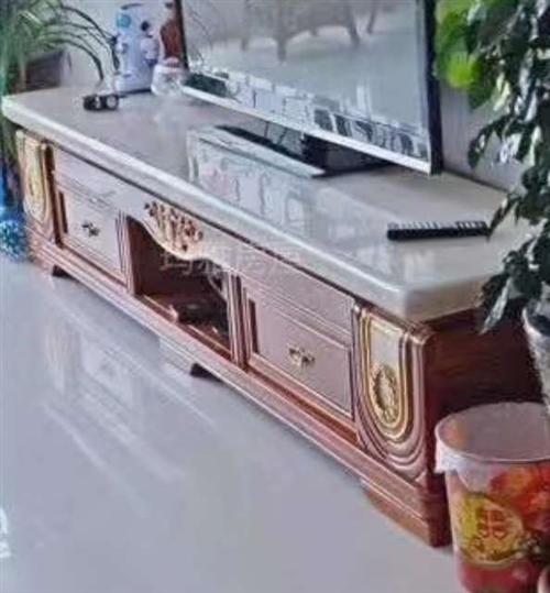 本人有一套茶几,电视柜。大理石板面。木质材料。七八成新。现欲出售。非诚勿扰!