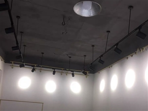 急需专业安装射灯师傅一名,位置在商贸城