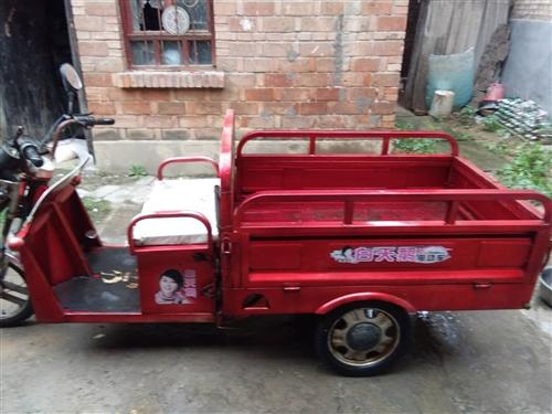 闲置三轮车出售,新电瓶四块,(20A48v)价钱美丽。