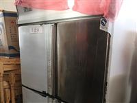 出售一台冷冻柜和一台保鲜柜