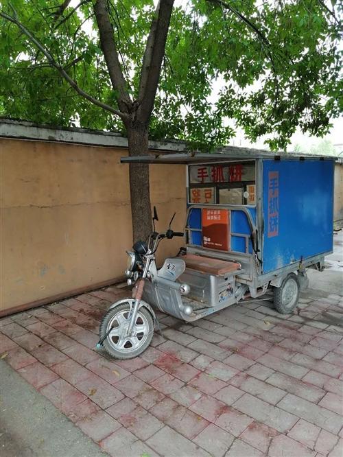 出售八成新金鹏大三轮餐车一辆,配有炉灶,接手即可做餐,餐车焊接使用材料为大料,分量重,结实!欢迎来电...