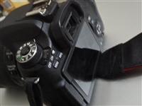 7成新佳能760D单反相机。标配18-135镜头。配充电器。配三块电池