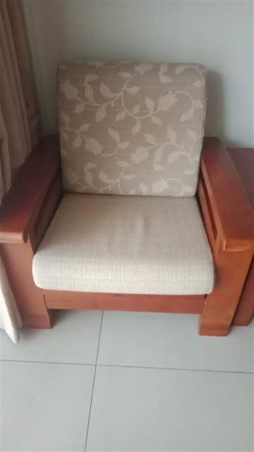 沙发茶几,纯实木,布艺垫,打开可以做单人床。**,颜色漂亮。