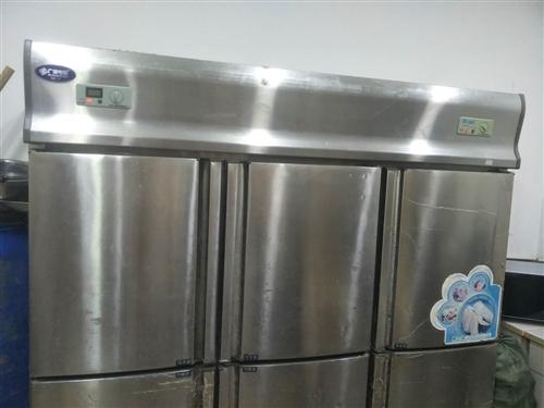 出售饭店设备,三开门冰箱,煮面炉,桌椅板凳,制冰机,空调,电热桶,点餐机,物料架等全部8成新价格面议