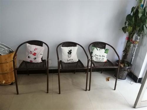 3个藤椅带抱枕120元!9成新!