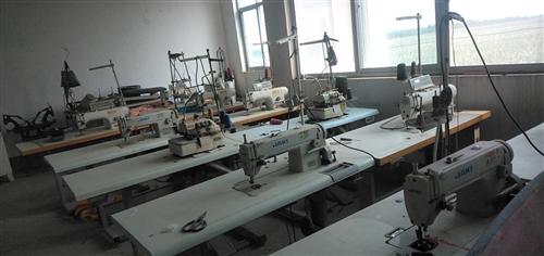 服装厂不干了,16年电脑缝纫机,锁边机,绷缝机,钉扣机,直驱缝纫机,十六台,断布机,5000元不讲价...
