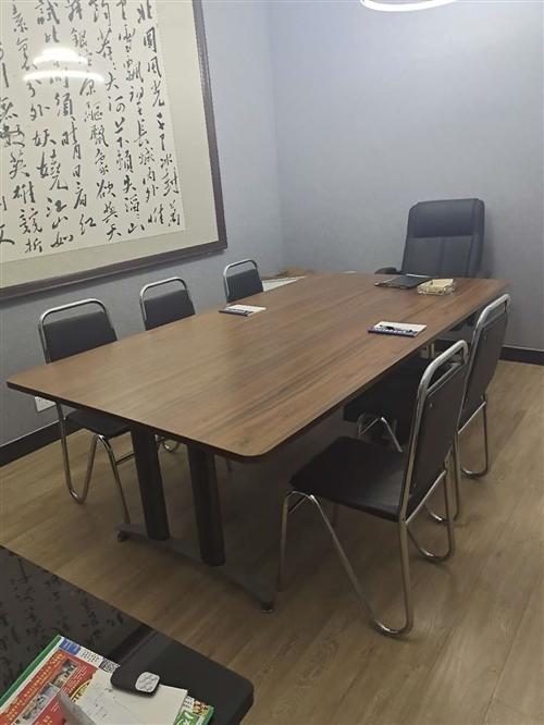 辦公家具很適合公司用,老板椅,帶6把辦公椅,質量很好
