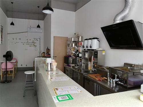 设备只剩吧台、炸炉、收银机、两套桌椅,和一些货物,有需要的可直接联系(价格优惠) 13348653...