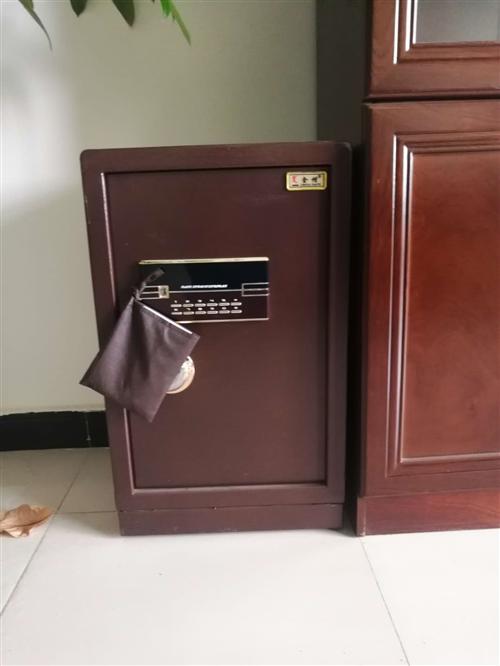 **保险柜带电子锁?? 密码等