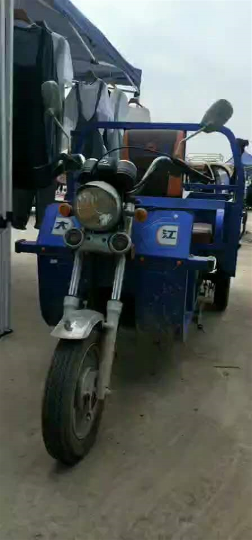 出售精品摩托三轮一辆,一键启动,全景天窗,真皮座椅,很好驾驭!